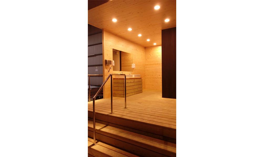廁-杉木板貨櫃式廁所