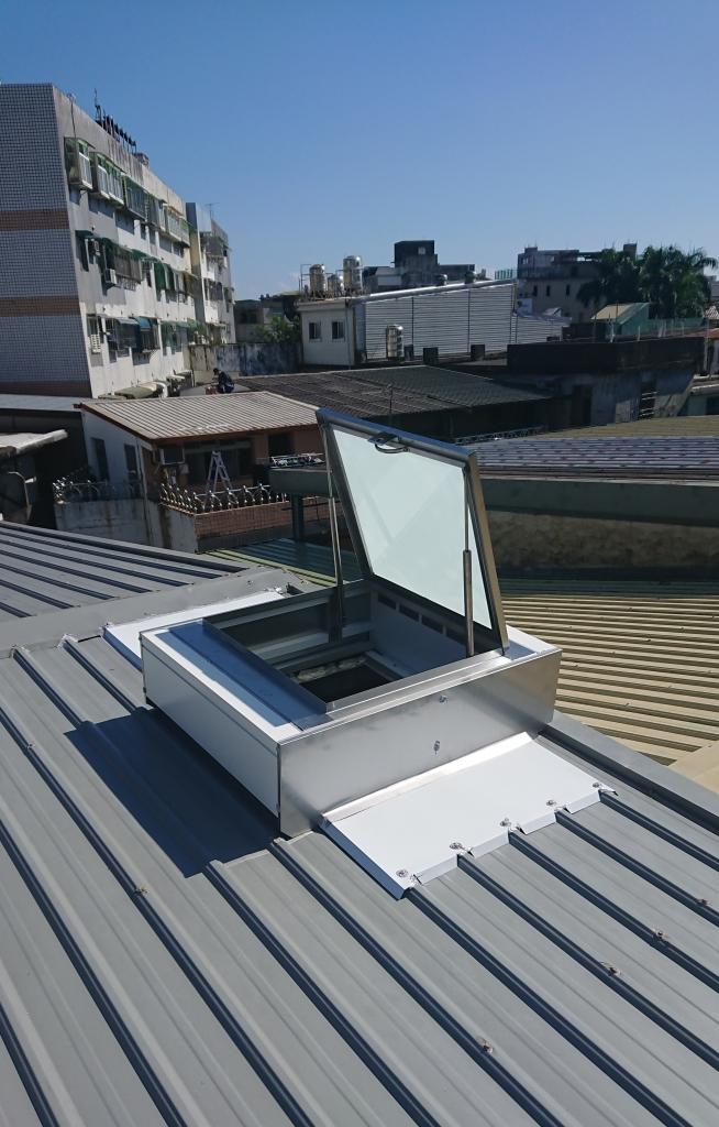 掀蓋式採光通風人孔蓋(鐵皮屋頂維修孔)