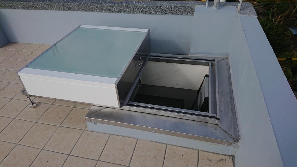 滑軌式採光通風人孔蓋(水泥屋頂維修孔)