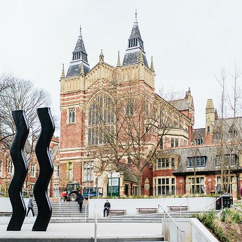 英國里茲大學