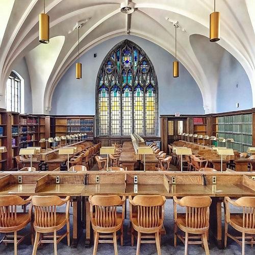 加拿大皇后大學