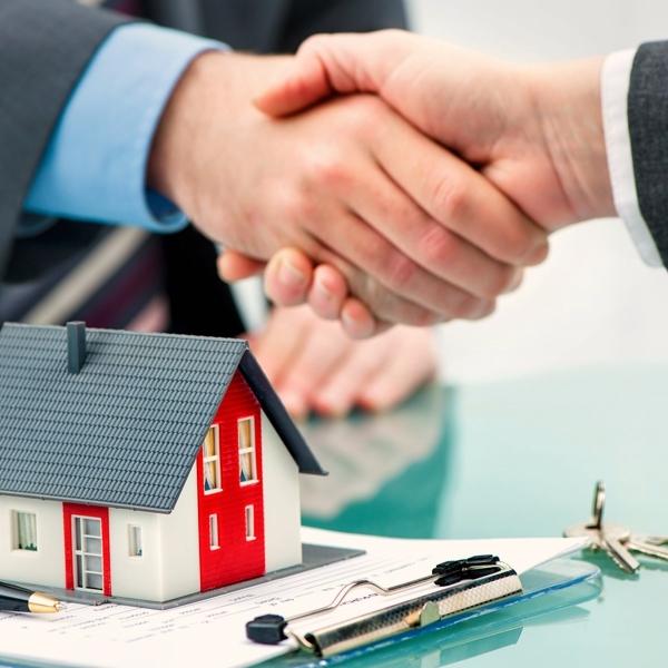 董事為自己或他人與公司為買賣、借貸或其他法律行為之效力為何?