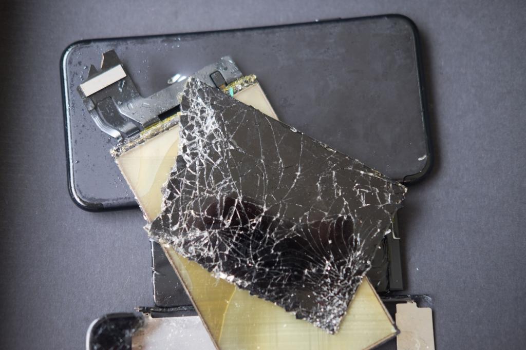 面板破裂,顯示異常,背蓋破裂