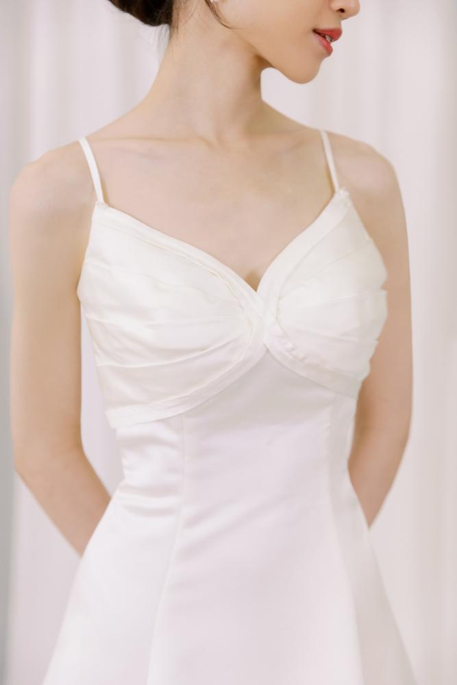 NWA18細肩帶緞面簡約精緻婚紗