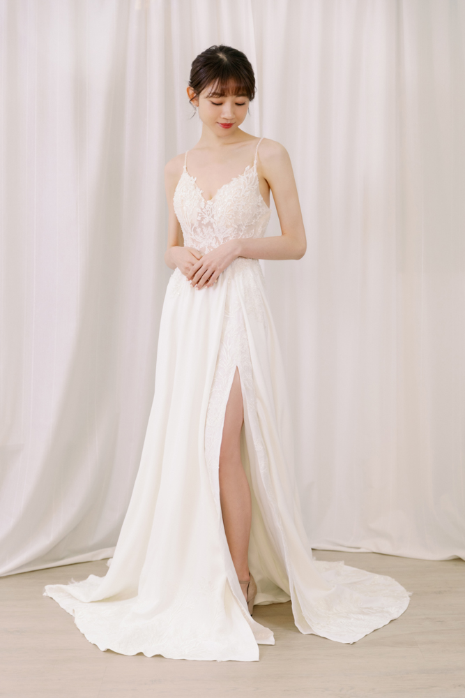 NWA17細肩帶前開叉輕婚紗