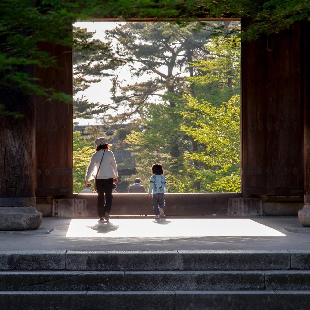 父母無法陪同未成年子女出國,同意書該如何辦理?