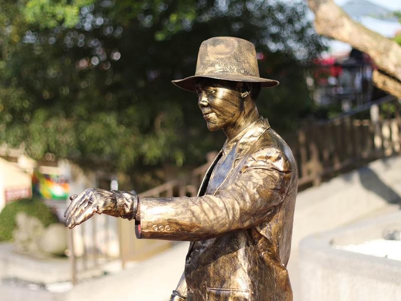 行動雕像-金銅紳士/銀光大兵
