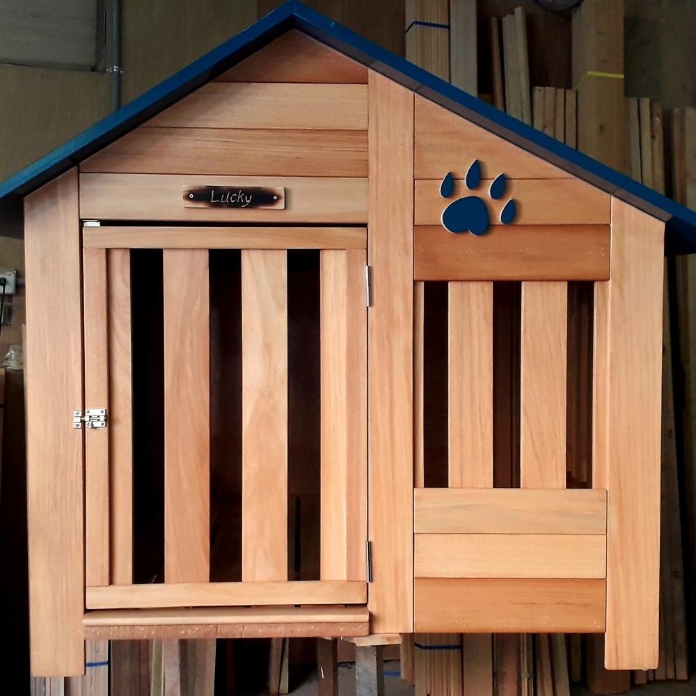 實在的大狗屋,大型犬適用。