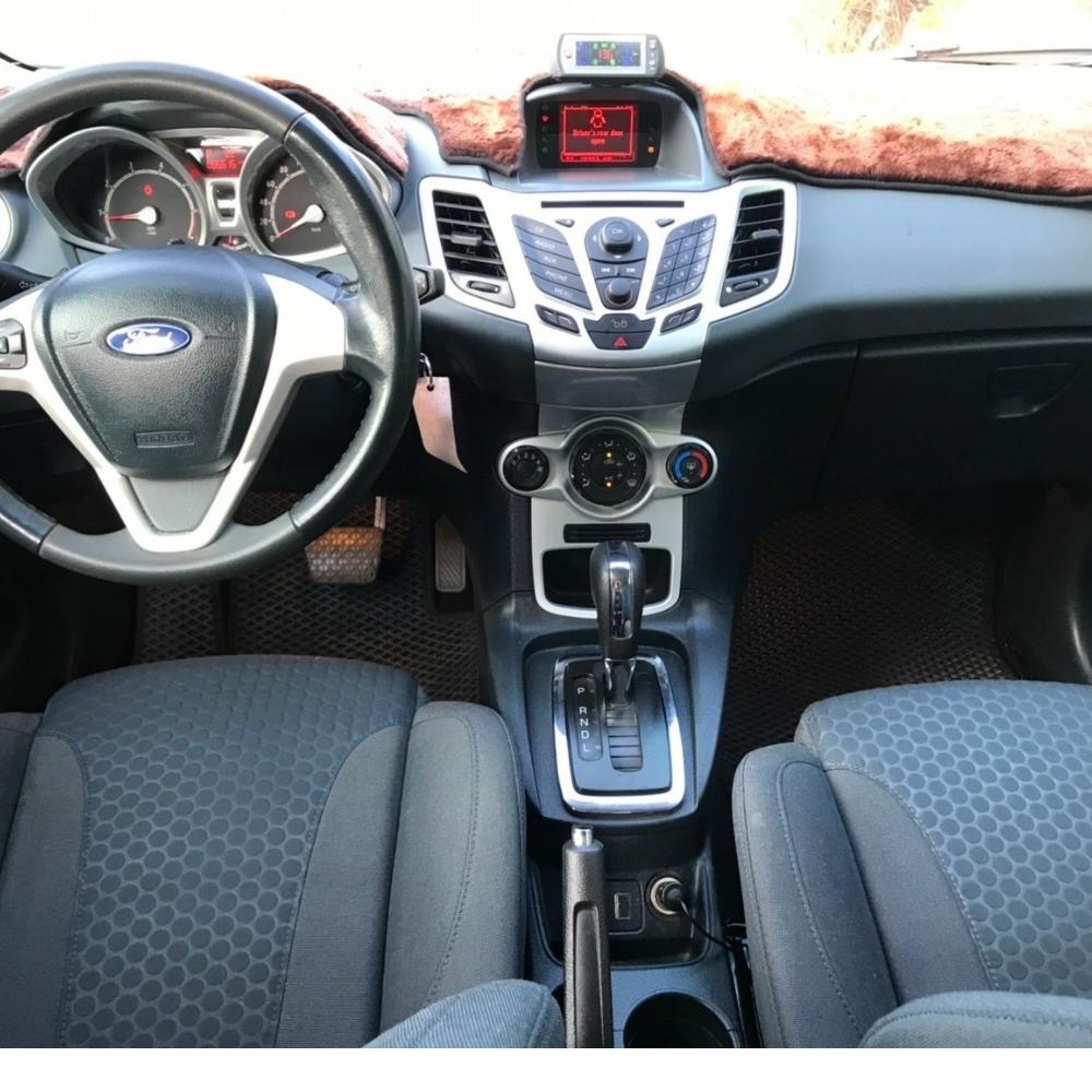 2013年出廠 Ford Fiesta 1.6S -淺藍