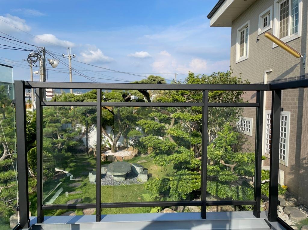 不鏽鋼陽台玻璃欄杆頂天系列