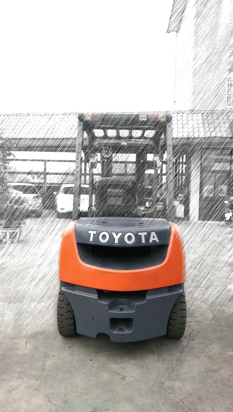 TOYOTA 第八代 2.5噸 三節貨櫃型 柴油堆高機
